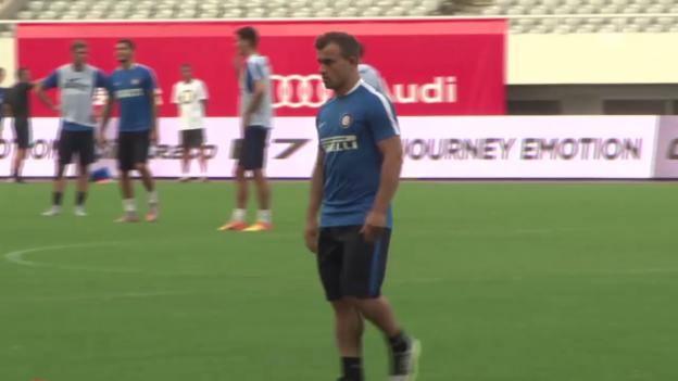 Video «Fussball: Vorbereitung auf die Saison 2015/16, Inter im Trainingslager in Shanghai» abspielen