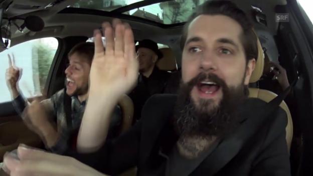 Video «Beifahrer-Karaoke mit Andi Rohrer und 77 Bombay Street» abspielen