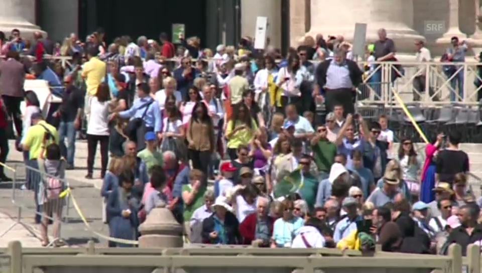 Bereits sind tausende Pilger in Rom (unkommentiert)