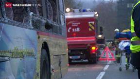 Video «Zwei Todesopfer bei Postauto-Unfall im Aargau» abspielen