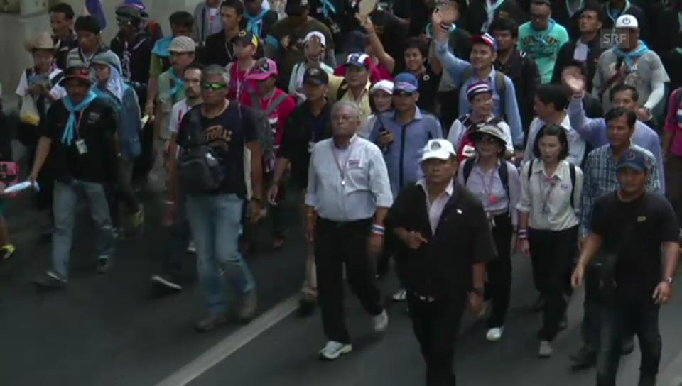 Massenprotest in Thailand – Suthep Thaugsuban marschiert mit (unkomm.)