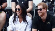 Video «Meghan Markle und Prinz Harry turteln öffentlich» abspielen