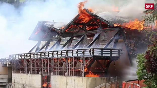 Video «Grossbrand zerstört altes Sportzentrum» abspielen