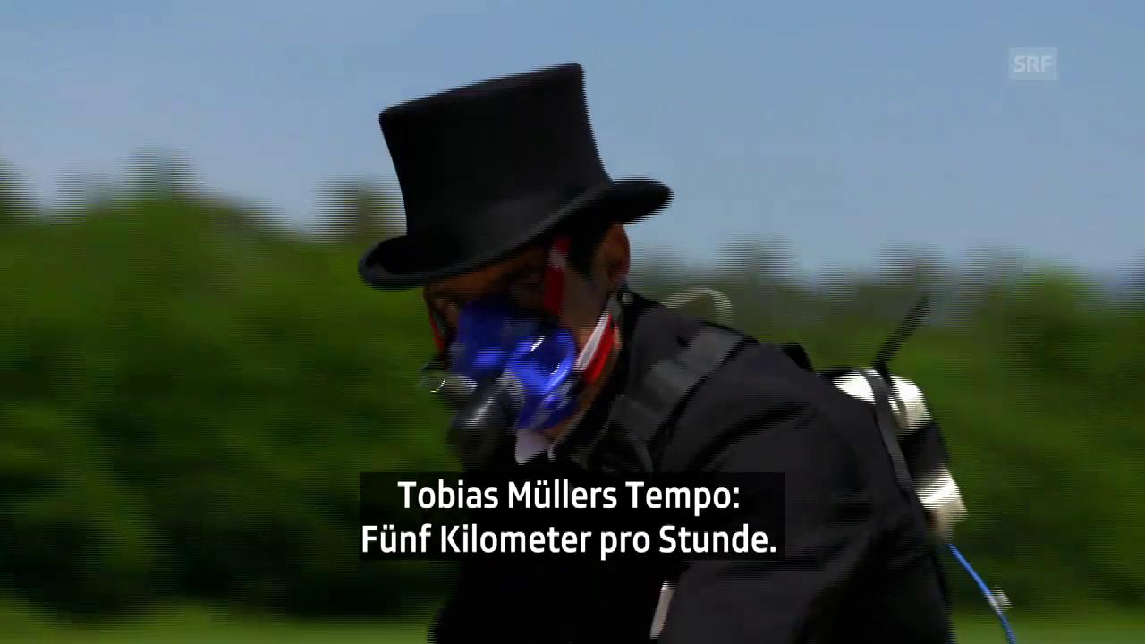 Tobias Müller testet die Draisine