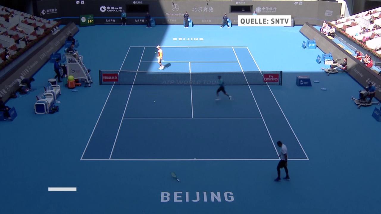 Kyrgios schleudert sein Racket weit weg