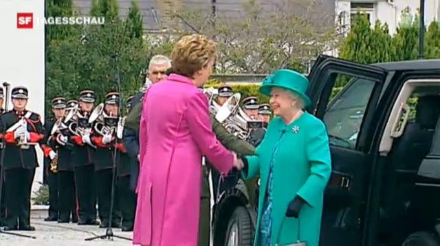 Bei der Ankunft der Queen in Dublin kam es auch zu Protesten. («Tagesschau», 17.05.2011)