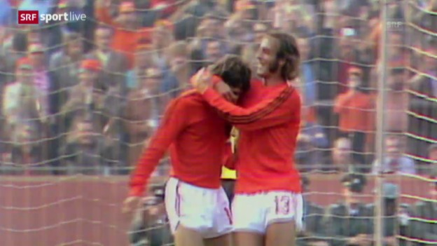 Video «Fussball-Legende Johan Cruyff ist tot» abspielen