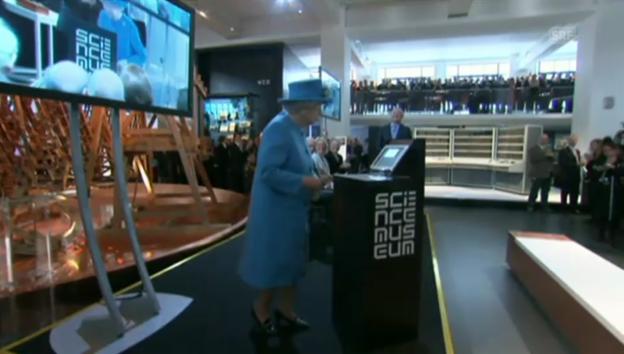 Video «Die Königin im Twitter-Fieber (unkommentiert)» abspielen