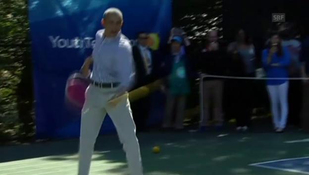Video «Obama beim Basketball und Tennis, Michelle schwingt die Hüften» abspielen