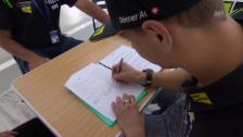 Video «Motorrad: Dominique Aegerter bei der Unterzeichnung seines neuen Vertrags» abspielen