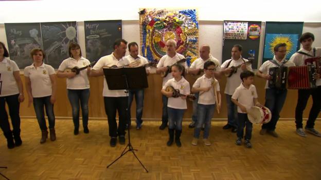 Laschar ir video ««Nós somos todos uma família» – mit deutschen Untertiteln»