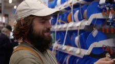 Video «Johannes Willi kauft ein im Baumarkt» abspielen