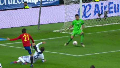Video «Tunnel – Tunnel – Tor: Spaniens Treffer zum 1:0 gegen Israel» abspielen