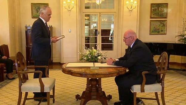 Video «Turnbull legt Amtseid ab (unkomm.)» abspielen