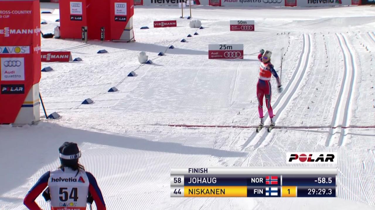 Langlauf: Weltcup Davos, 10 km klassisch Frauen, Zieleinlauf Therese Johaug