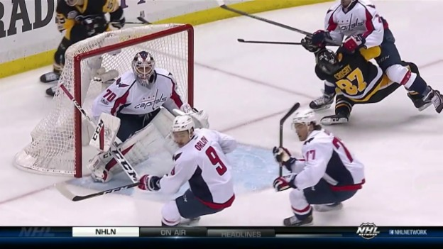 Video «Crosby nach heftigem Check out» abspielen
