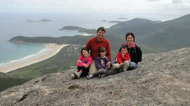 Famiglia Cathomen e lur aventuras a Melbourne