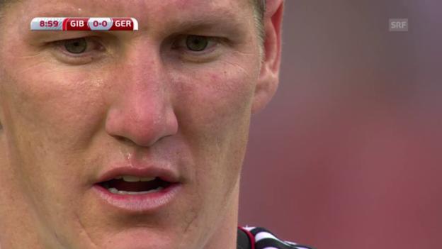 Video «Fussball: EM-Quali, GIB-GER, Penalty Schweinsteiger» abspielen