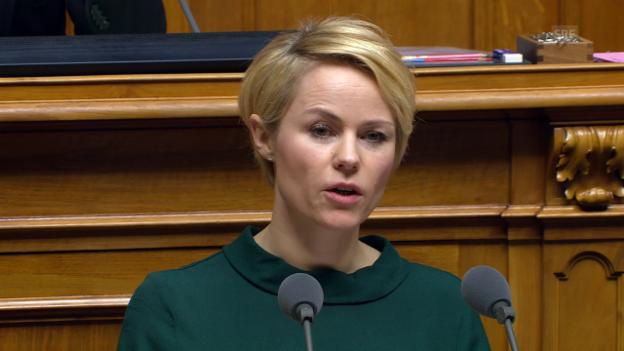 Video «Natalie Rickli (SVP/ZH): «Merken sie etwas?»» abspielen