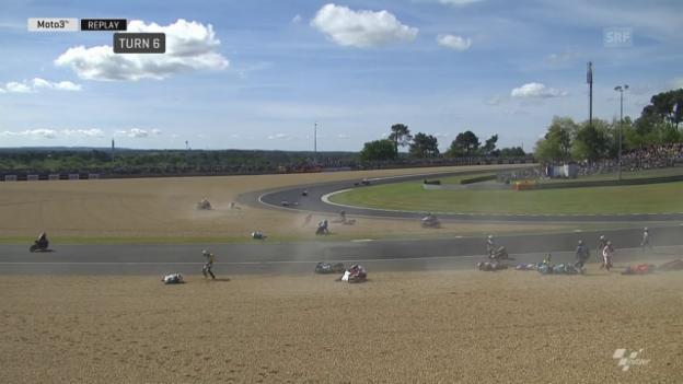 Video «Unglaublicher Massencrash wegen Ölspur im Moto3-Rennen» abspielen