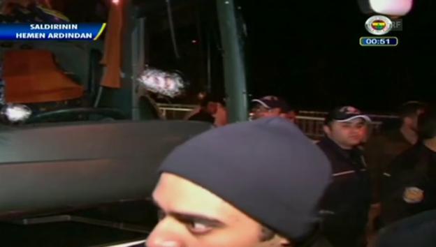Video «Schüsse auf den Teambus von Fenerbahce Istanbul (unkommentiert)» abspielen