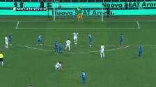 Link öffnet eine Lightbox. Video Inzaghi und Vieri treffen bei Pirlos Abschiedsspiel abspielen
