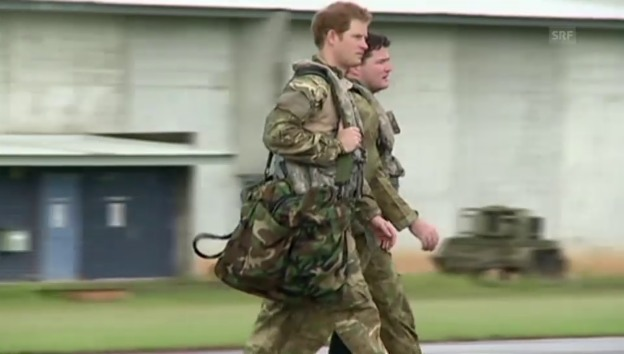 Video «Prinz Harry unterwegs als Pilot» abspielen