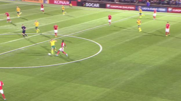 Video «Fussball: EM-Quali, LTU-SUI, Fauxpas Djourou» abspielen
