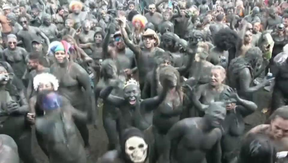 Schlamm-Karneval in Paraty (unkommentiert)