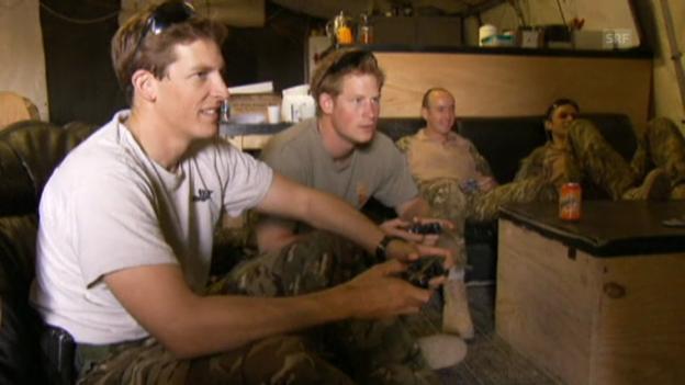 Video «Prinz Harry beim Spielen von Videogames» abspielen