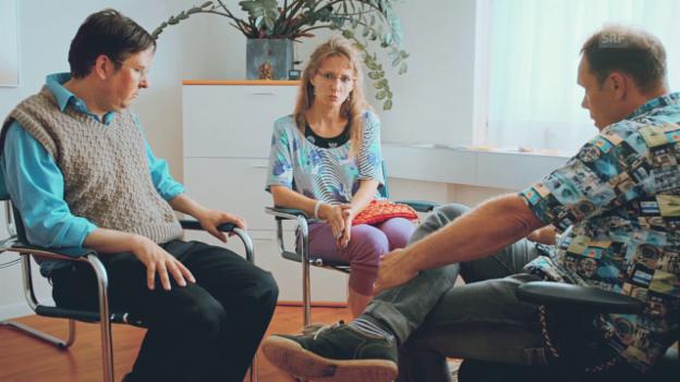 Video «Staffel 2: Episode 1 - Paartherapie» abspielen