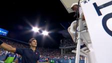 Link öffnet eine Lightbox. Video Federers Disput mit dem Schiedsrichter abspielen