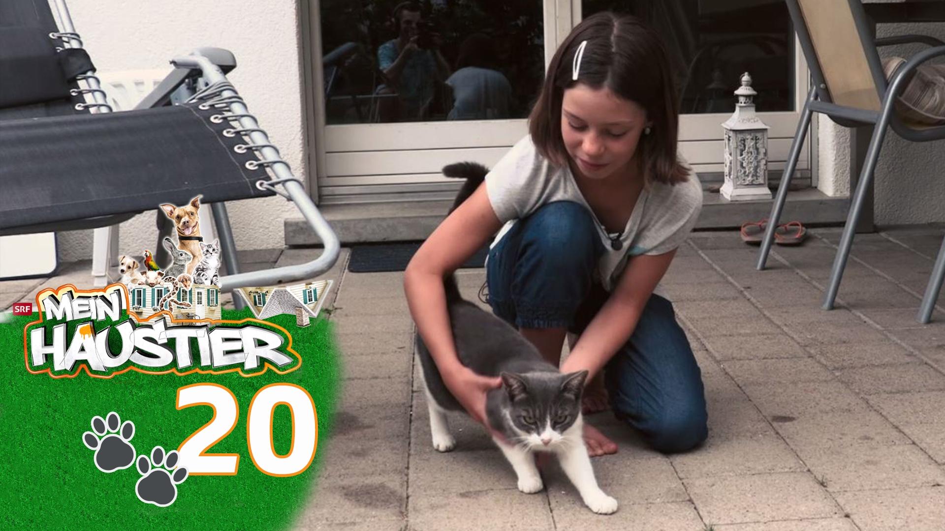 Norah-Maria mit ihrer Katze Zora