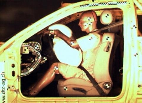 Video «Airbags: Gefährliche Explosion im Auto» abspielen