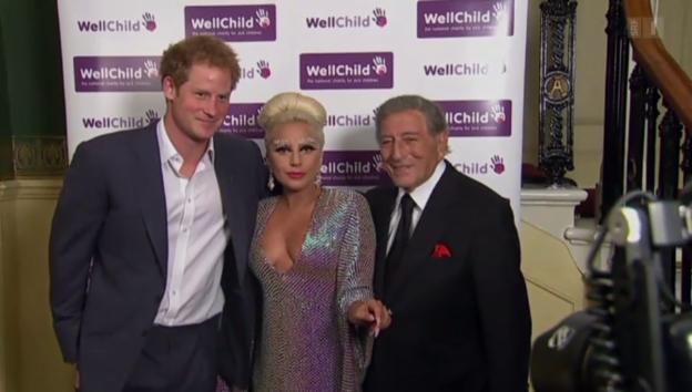 Video «Adel trifft auf Popadel: Prinz William lernt Lady Gaga kennen» abspielen