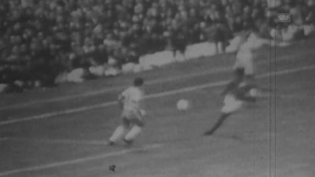 Video «WM 1966: Eusebio trifft gegen Brasilien» abspielen
