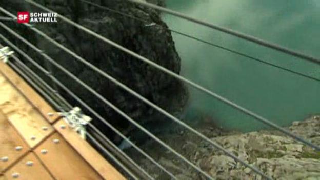 Video «Längste Hängebrücke eröffnet» abspielen