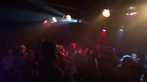 Video «Trettmann-Auftritt in Basel» abspielen