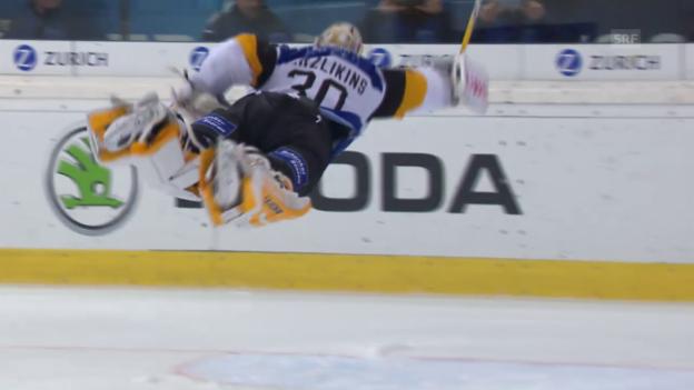 Video «Eishockey: Spengler Cup, Lugano - Jekaterinburg, Superman Merzlikins» abspielen