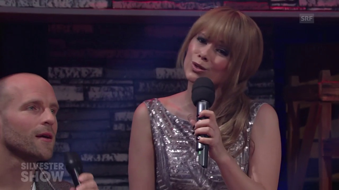 Bei der Silvestershow moderierte und performte Francine Jordi mit Perücke.