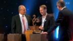 Video «Unnötige Preisverleihung – die Politiker sind amüsiert» abspielen