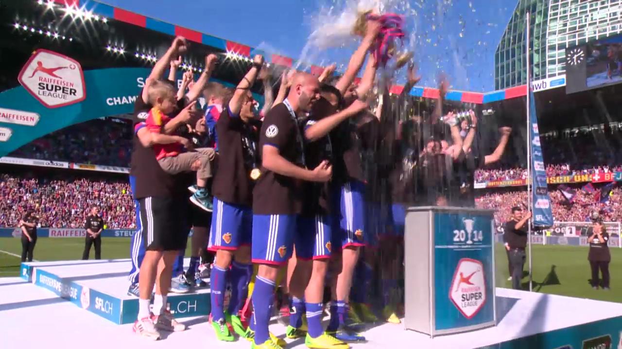 Fussball: Super League, Pokalübergabe