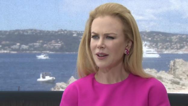 Video «Aalglatte Nicole Kidman eröffnet das Filmfestival in Cannes» abspielen