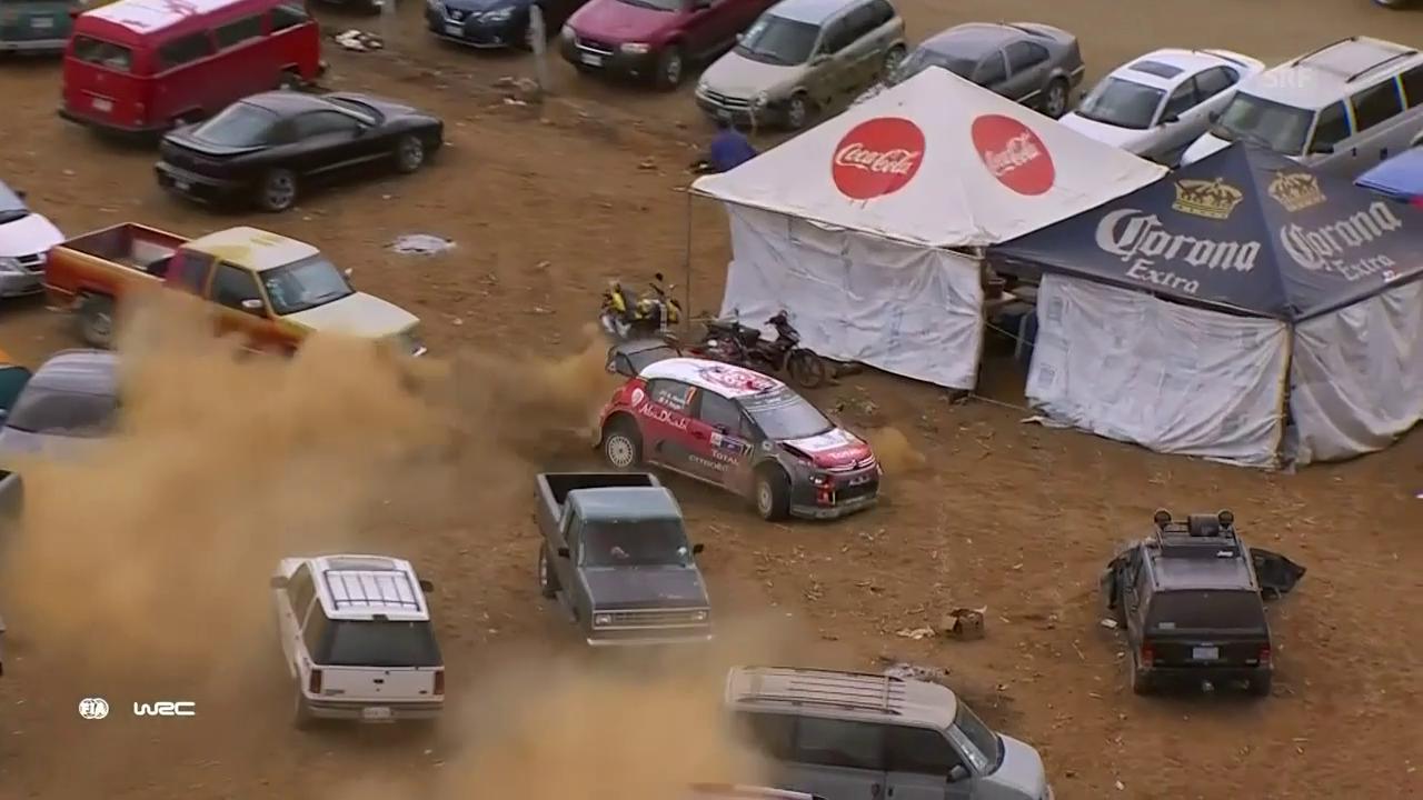 Rallye-Fahrer Kris Meeke verfährt sich auf einen Parkplatz