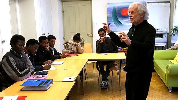 So unterrichtet Leonhard Schmid Asylbewerbende