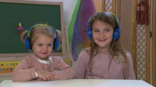 Video «Wer ist dieser Baschi? Knirpse beurteilen Schweizer Musiker» abspielen