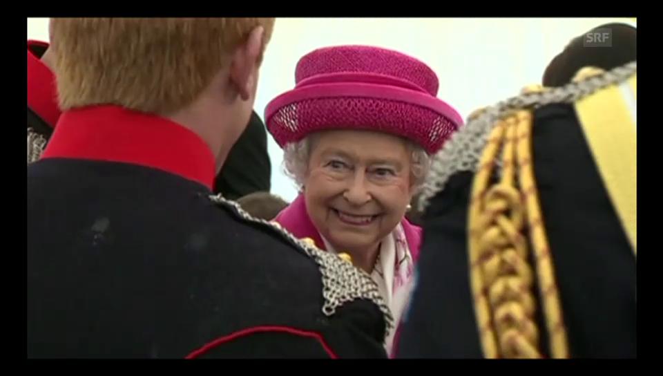 Queen strahlt in Pink
