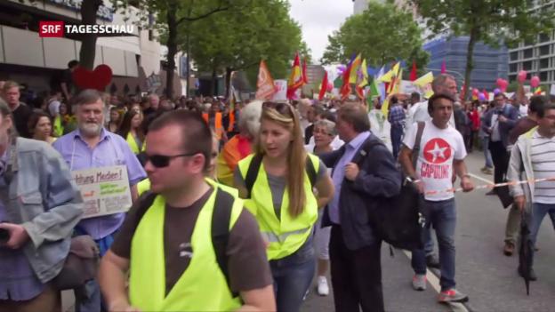 Video «Friedlicher Protest nach Gewaltnacht» abspielen