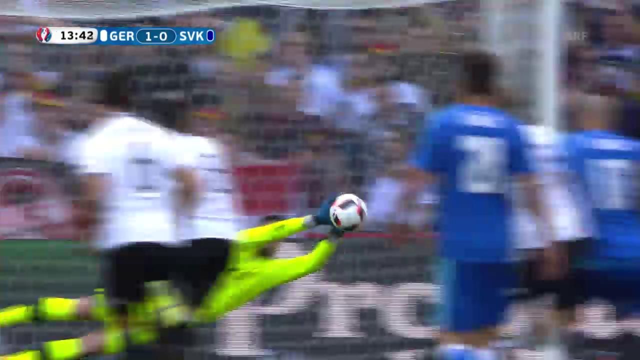 Özil verschiesst einen Elfmeter gegen die Slowakei