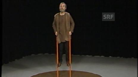 Video «90 Jahre Ernst Sieber – ein Pfarrer auf Stelzen» abspielen